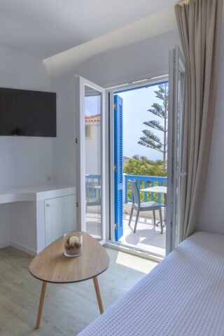 junior suite blue bay sea view bedroom