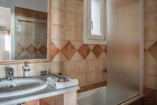 maisonette blue bay bathroom